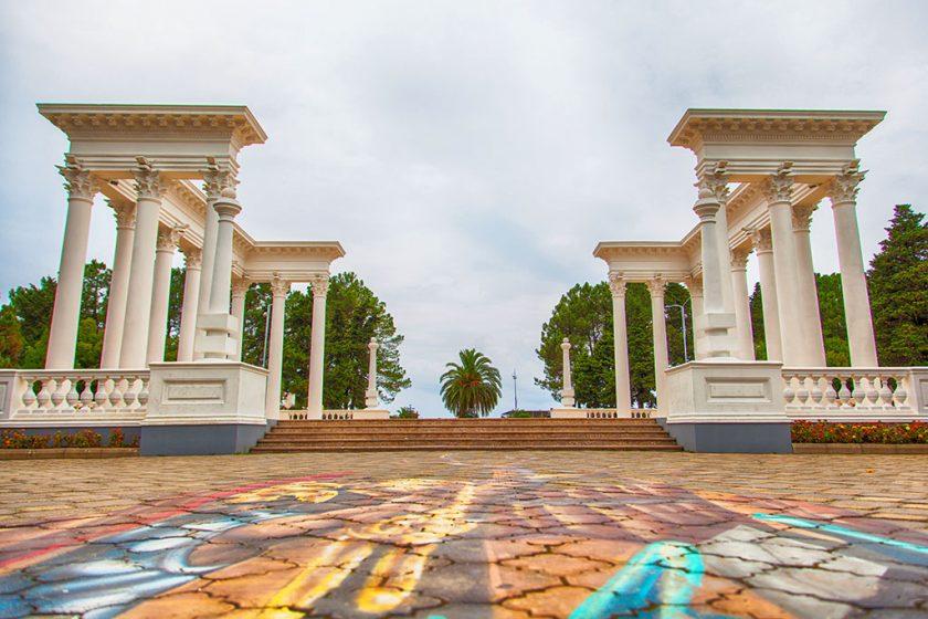 Колоннада на приморском бульваре - Батуми