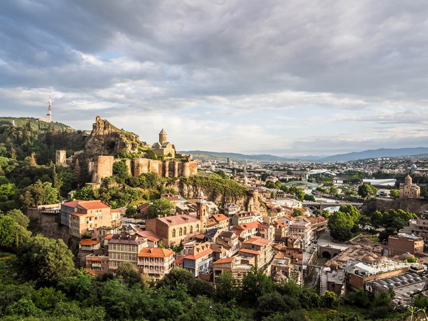 Вид на Тбилиси и крепость Нарикалу