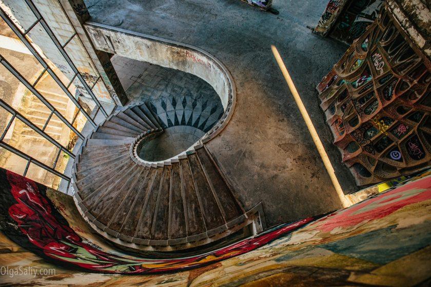 Заброшенный отель в Лиссабоне (18)