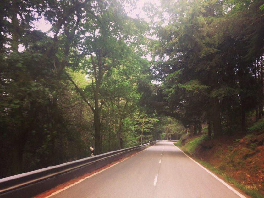 Дороги в Serra da Estrela, парк в Португалии