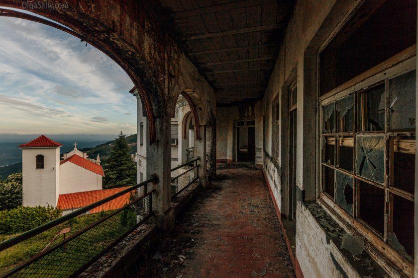 Заброшенный санаторий в горах Португалии (23)