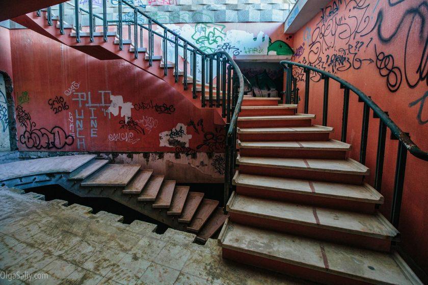 Заброшенный отель в Лиссабоне (14)