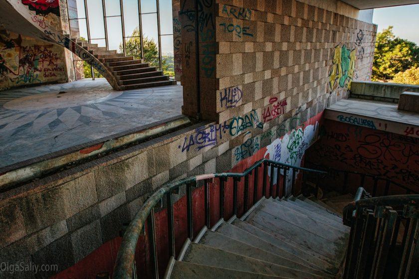 Заброшенный отель в Лиссабоне (13)