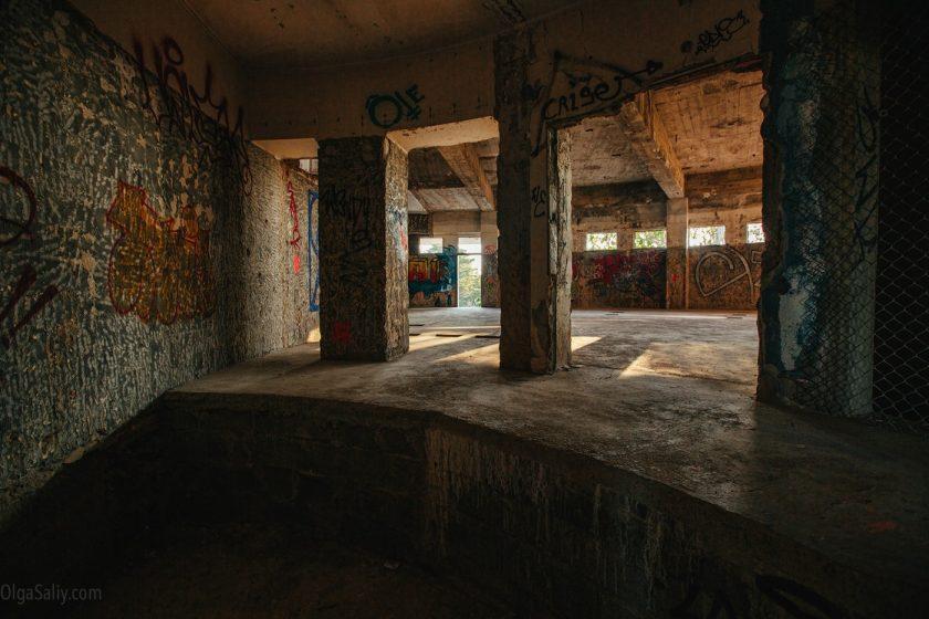 Заброшенный отель в Лиссабоне (11)