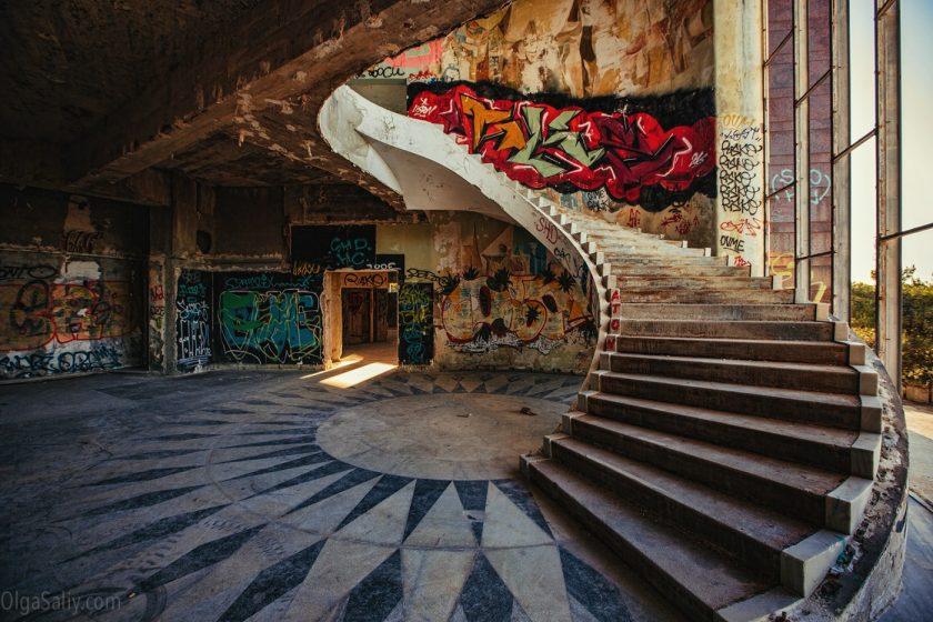 Заброшенный отель в Лиссабоне (6)