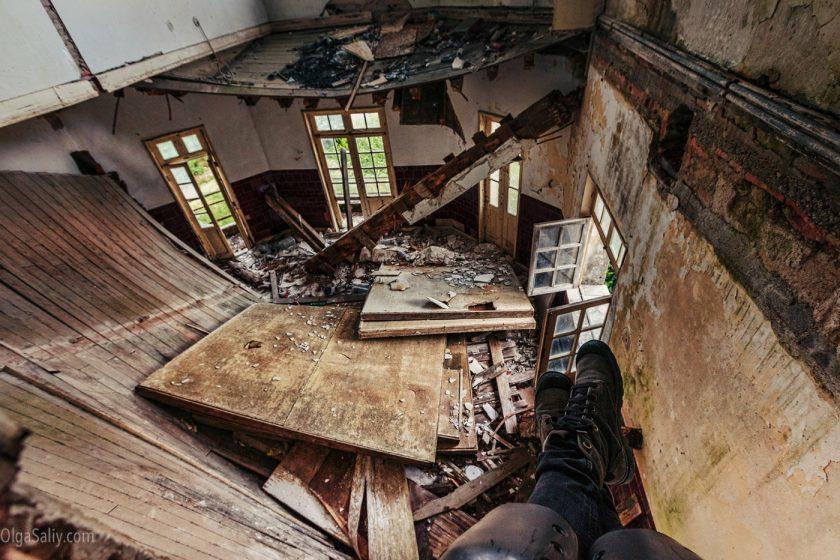 Заброшенный санаторий в горах Португалии (14)