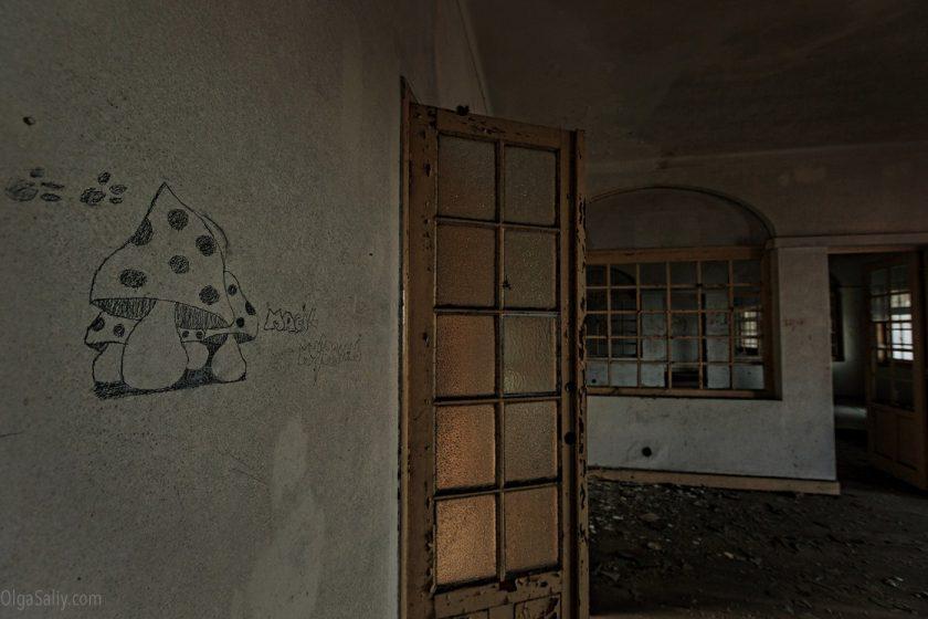 Заброшенный санаторий в горах Португалии (13)