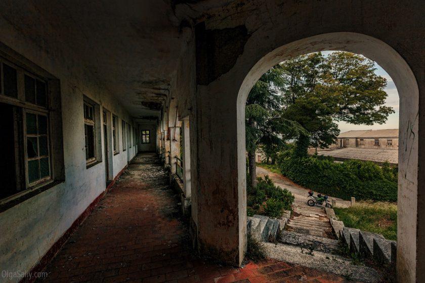 Заброшенный санаторий в горах Португалии (11)