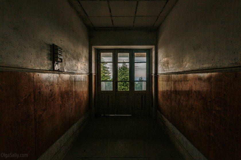 Заброшенный санаторий в горах Португалии (5)