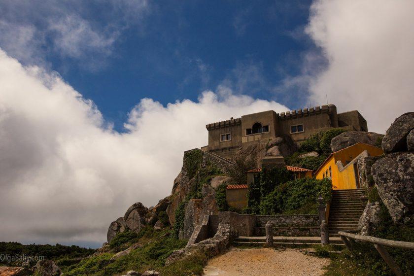 Заброшенный замок Santuario da Peninha, Синтра, Португалия