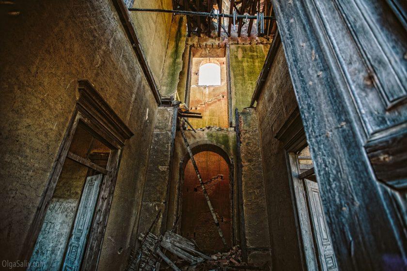 Заброшенный замок мусорного короля в Португалии