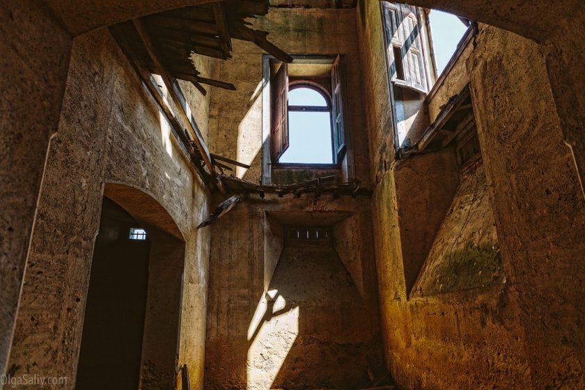 Заброшенный замок мусорного короля в Португалии. Лиссабон (4)