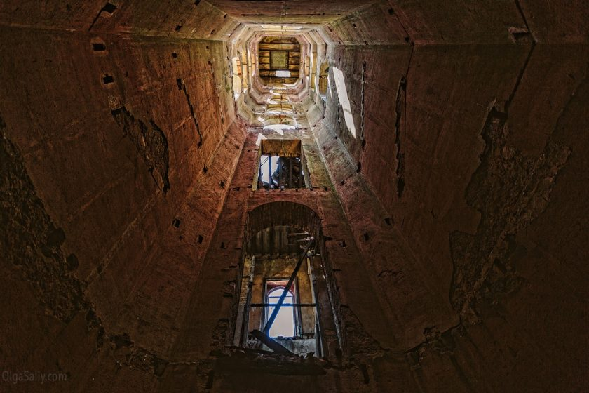 Заброшенные этажи в Замке мусорного короля