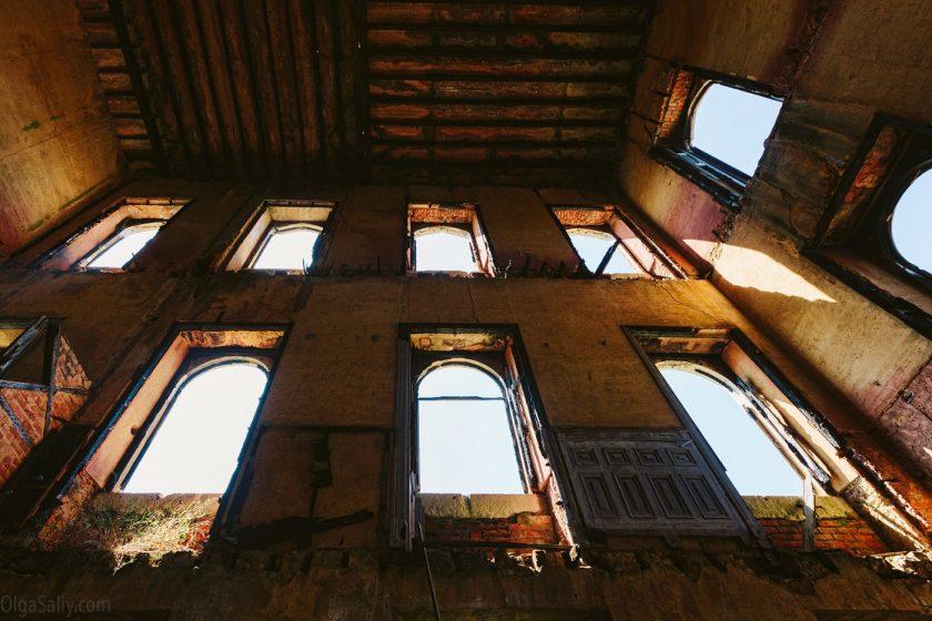 Окна заброшенного замка, Португалия