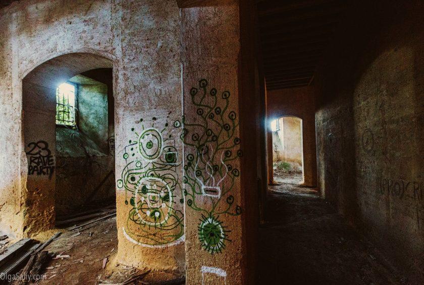 Заброшенный замок мусорного короля в Португалии. Лиссабон (1)