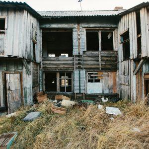 Заброшенное здание в Териберке