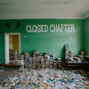 Книжки в заброшенной школе
