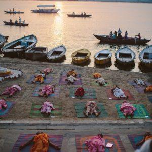 Утренняя медитация, Варанаси, Индия
