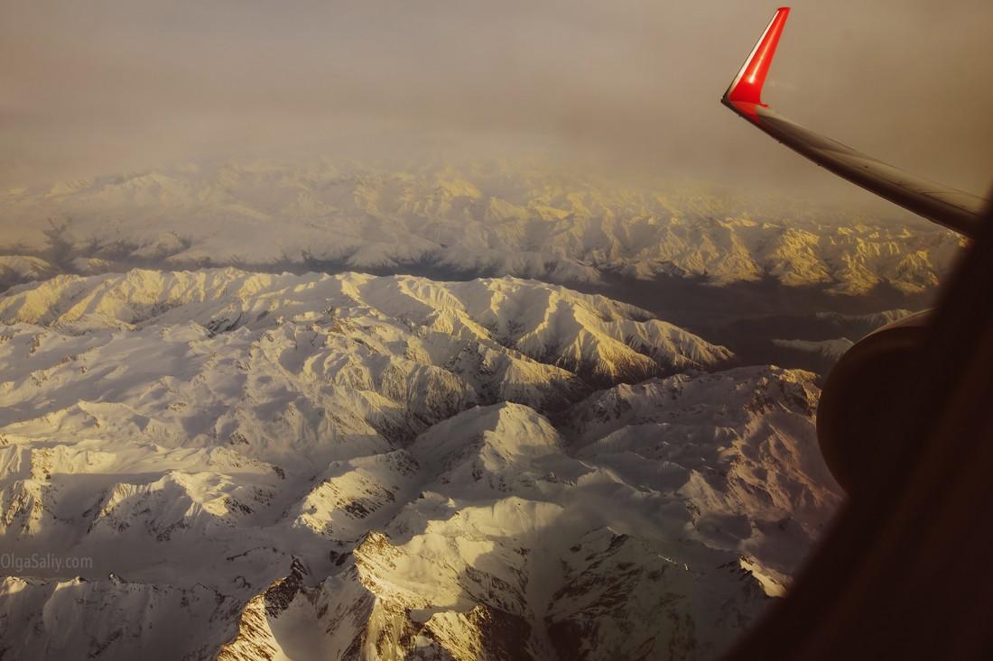 Горы из иллюминатора самолета!