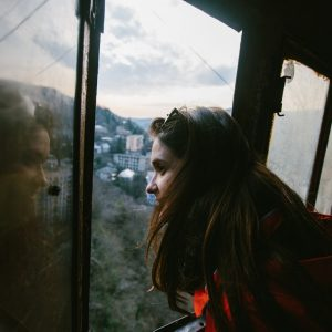 окно из будки канатной дороги в поселке Чиатура, Грузия