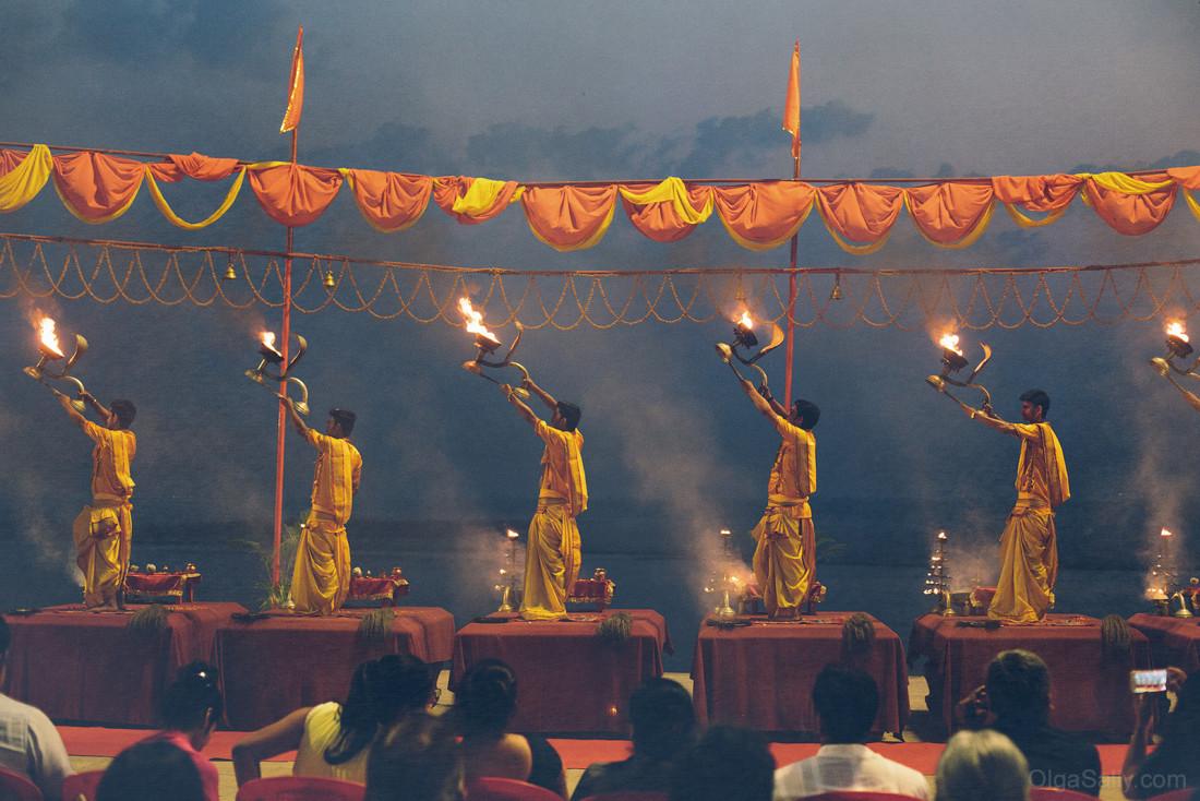 Вечернее представление в Варанаси