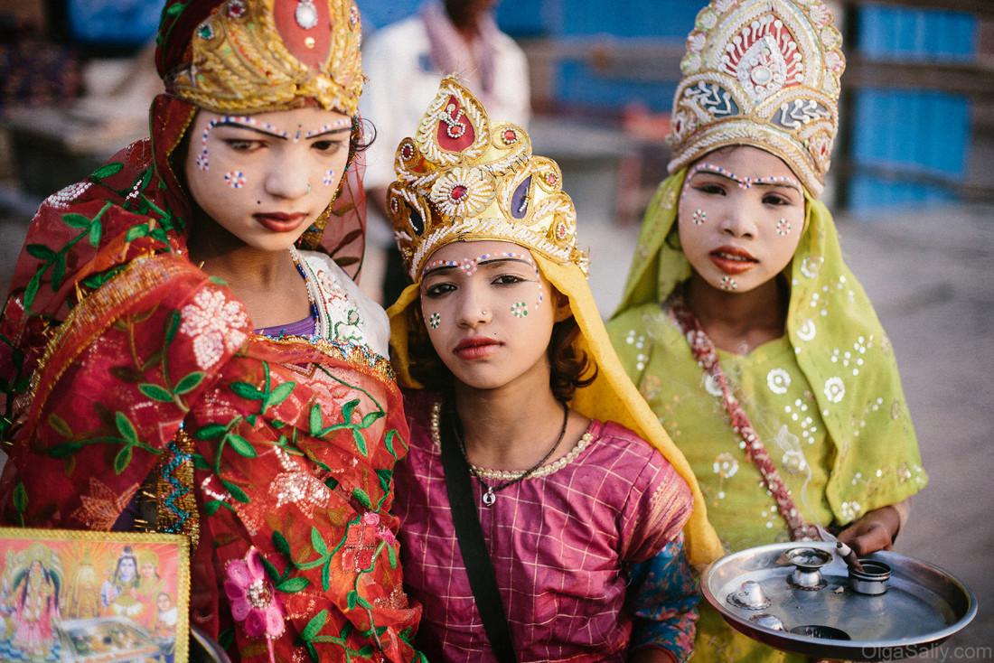 Наряженные девочки в Варанаси