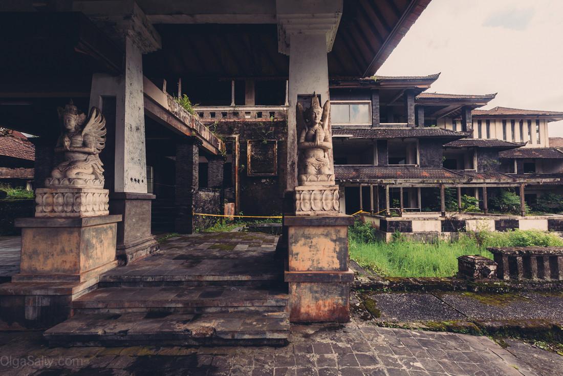 Заброшенный отель на Бали (23)
