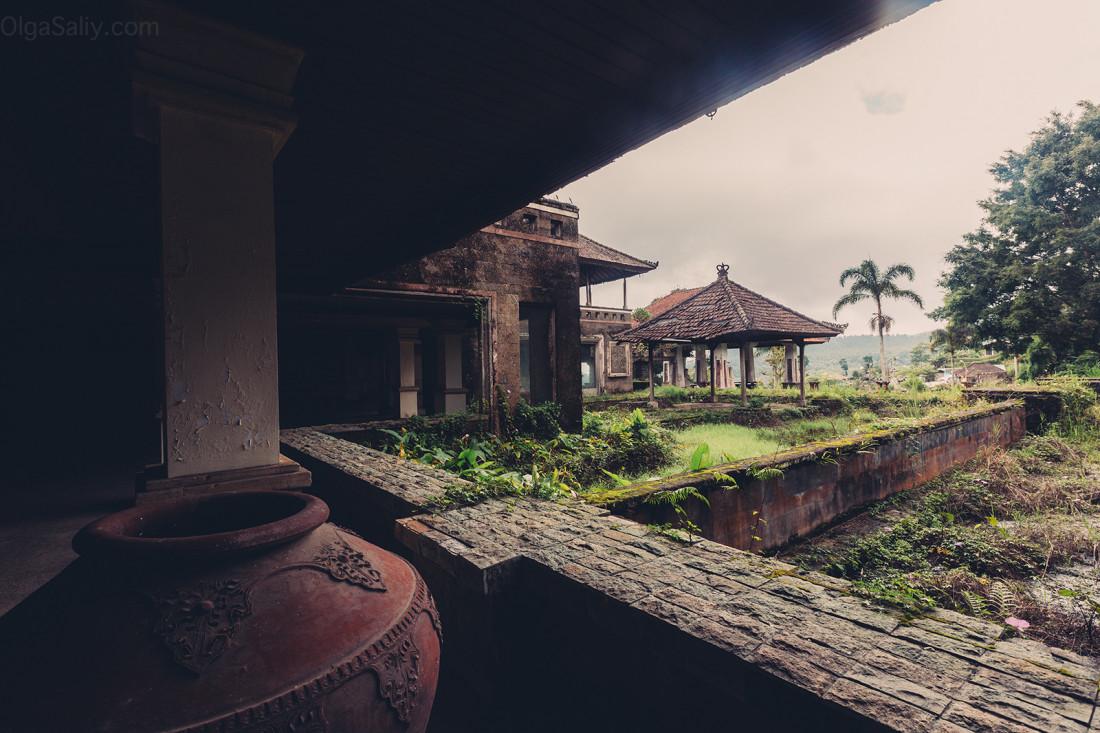 Заброшенный отель на Бали (22)