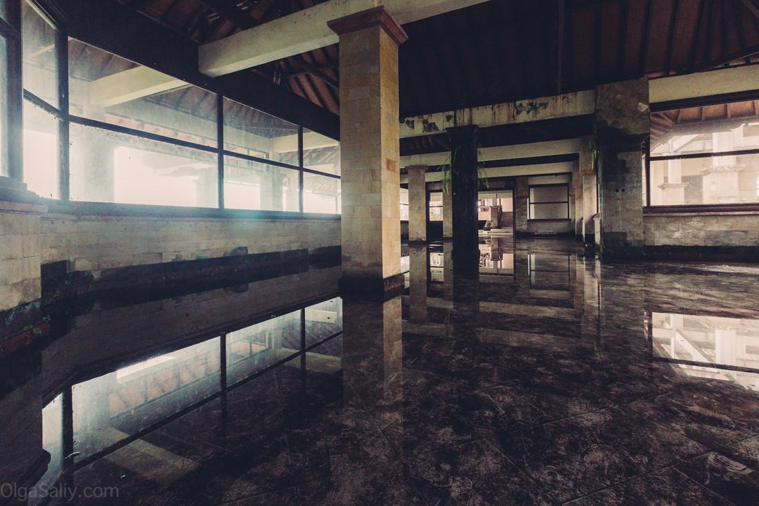 Заброшенный отель на Бали (18)