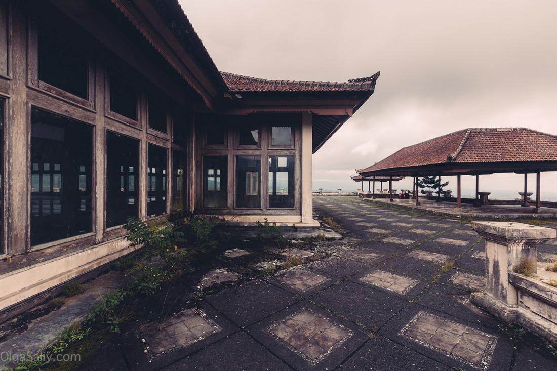Заброшенный отель на Бали (16)