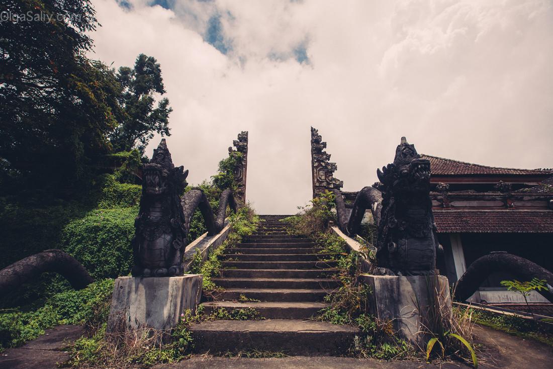 Заброшенный отель на Бали (13)