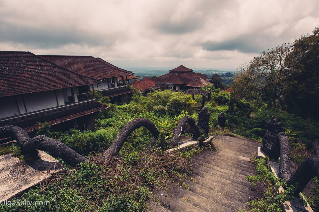 Заброшенный отель на Бали (11)