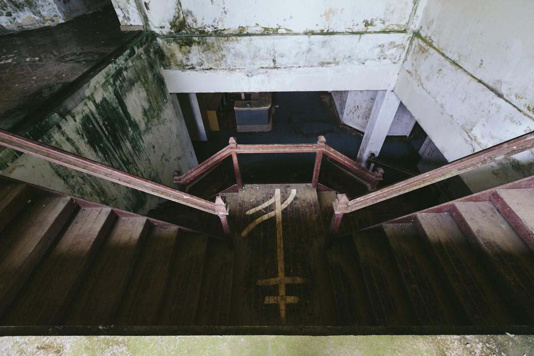 Заброшенный отель на Бали (10)