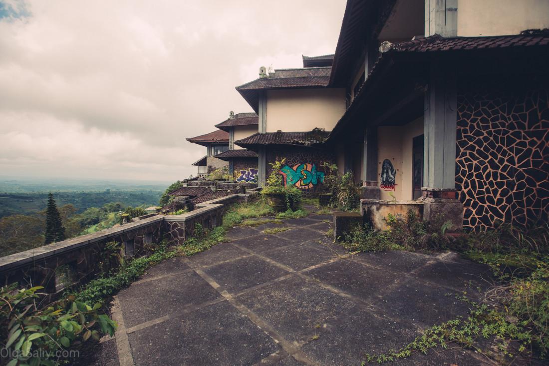 Заброшенный отель на Бали (6)