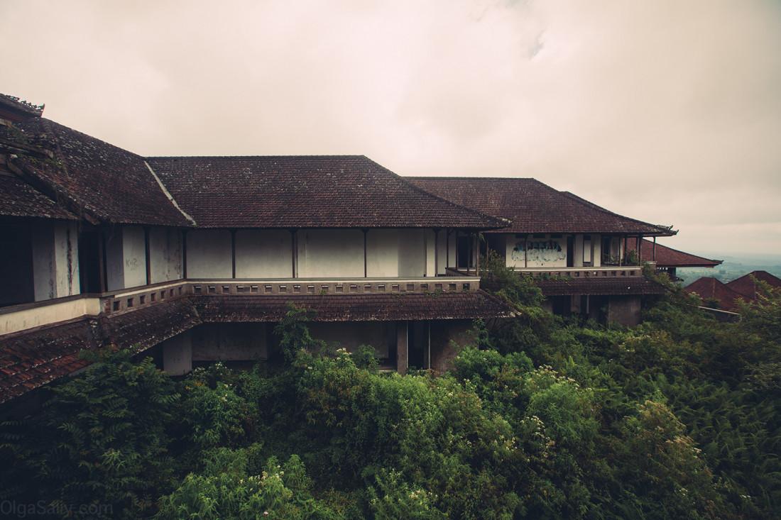 Заброшенный отель на Бали (3)