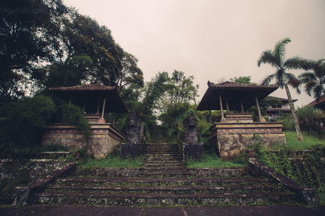 Заброшенный отель на Бали (2)
