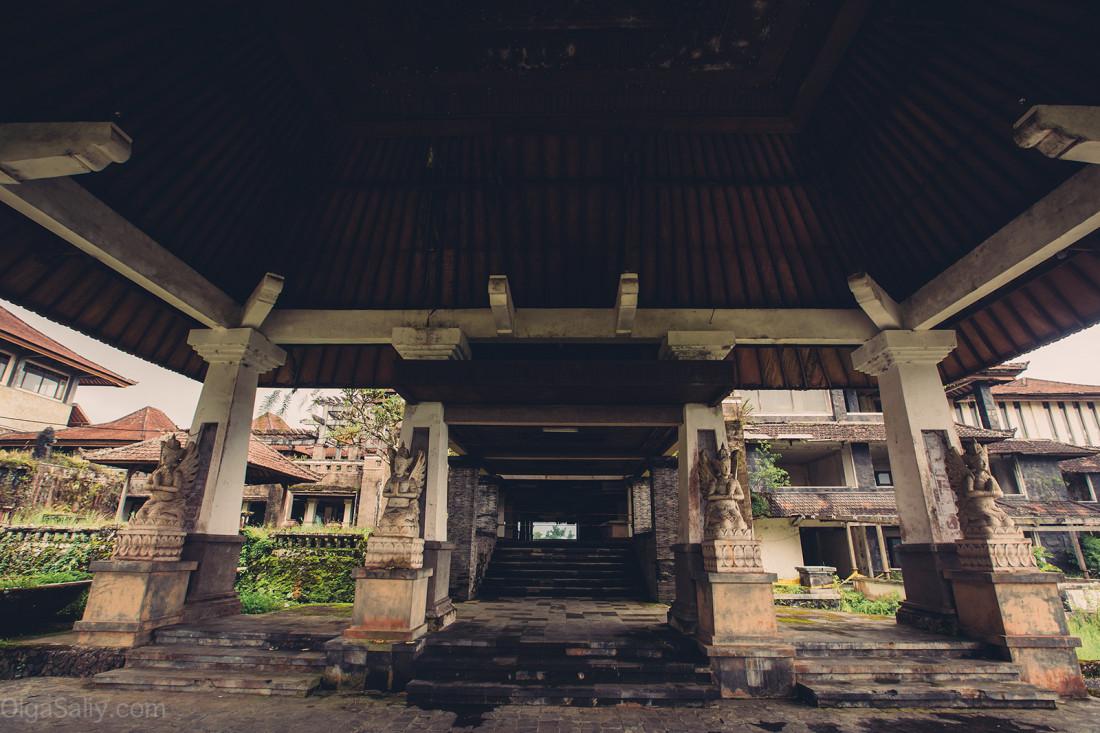 Заброшенный отель на Бали (1)