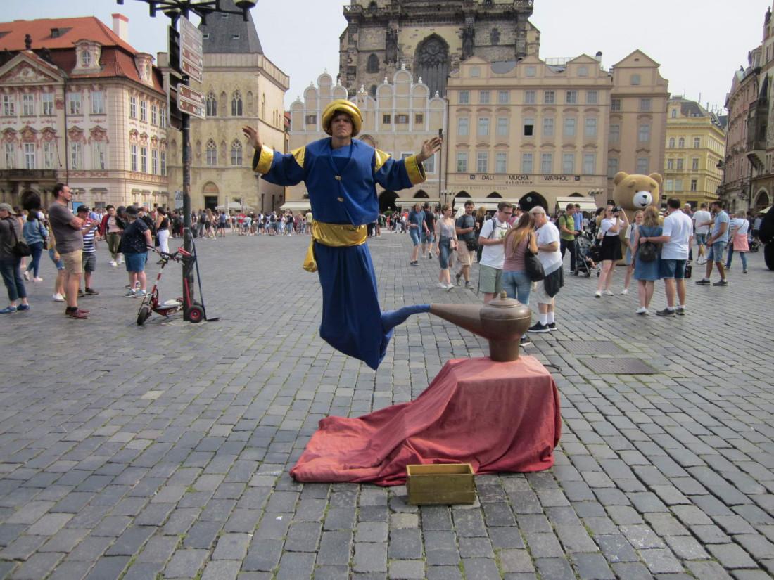 живые статуи на Староместской площади Прага