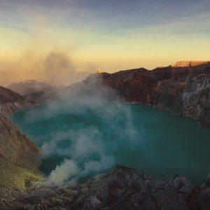 Кислотное озеро Иджен