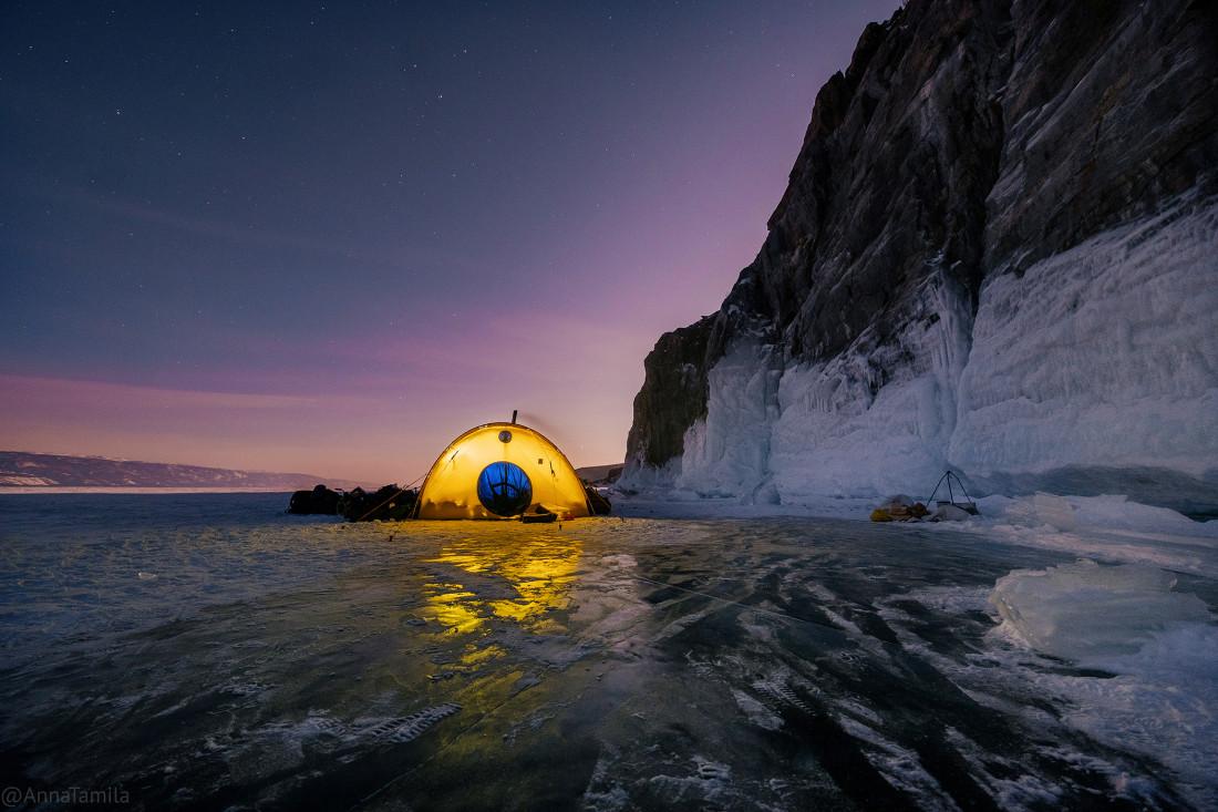 Поход с палаткой по льду Байкала